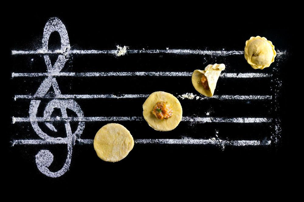 BGMで味覚が変わる?飲食店経営で参考にしたい音楽と味覚の話