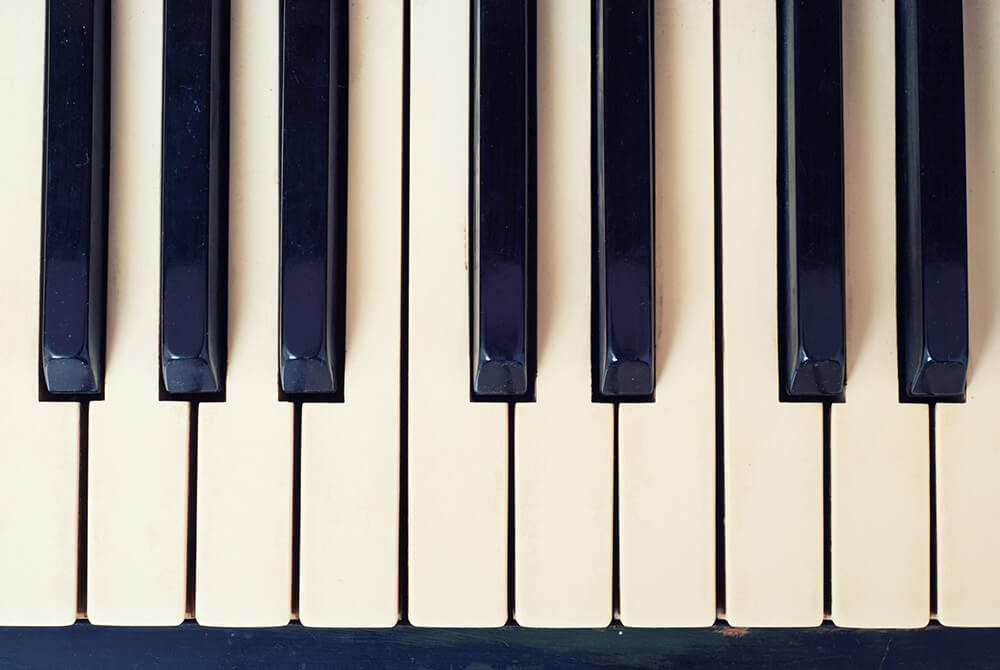 カフェや書店を癒やしの空間に。音色が心地よいピアノBGM